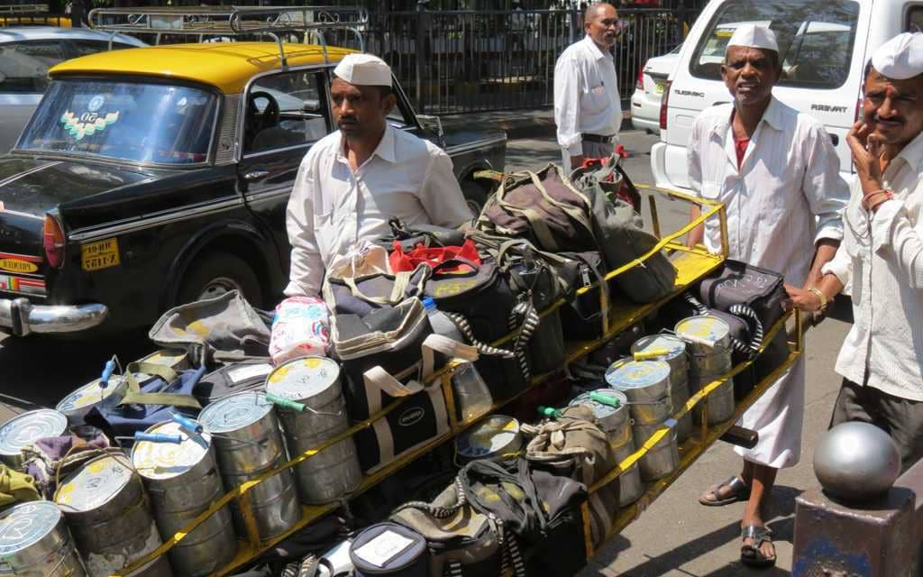 Who is offering helping hand to Mumbai's dabbawalas
